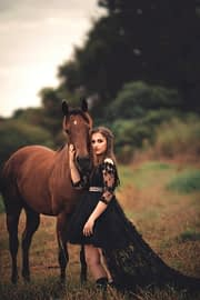10 Gift Ideas If Your Girlfriend Likes Horses