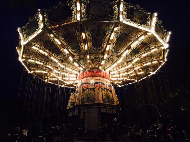 a picture of a carousel spinning